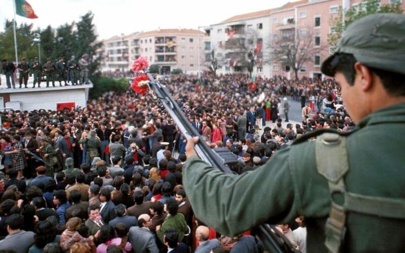 Portogallo nel 1974 l'altro 25 aprile manifestazione di piazza